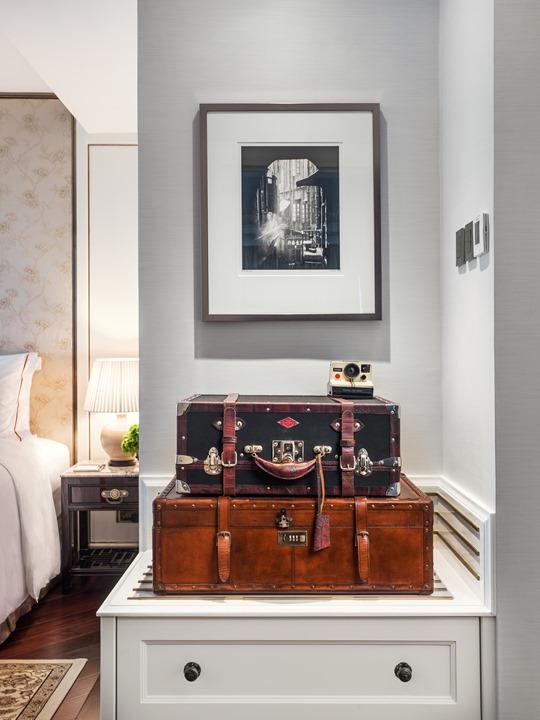 8 Pottinger Suite Luggages